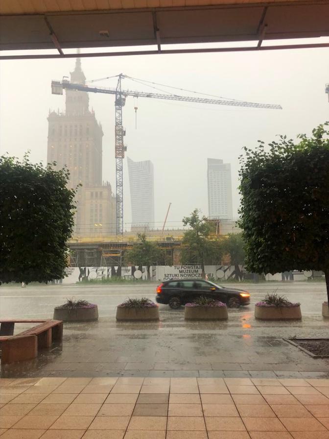 Silne opady w centrum Warszawy