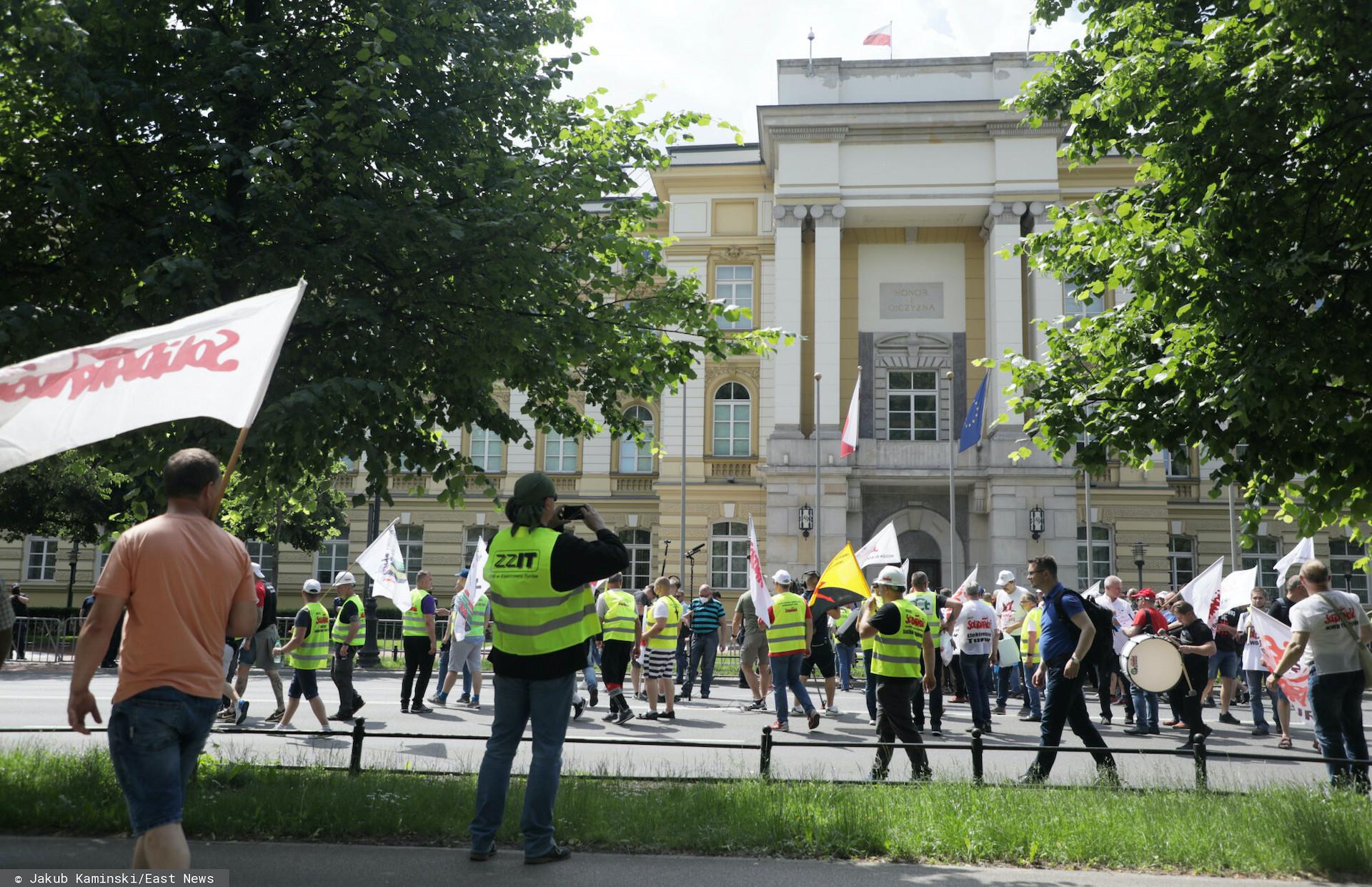 W czwartek o godz. 12 pod budynkiem KPRM rozpocznie się protest pracowników sądów i prokuratur