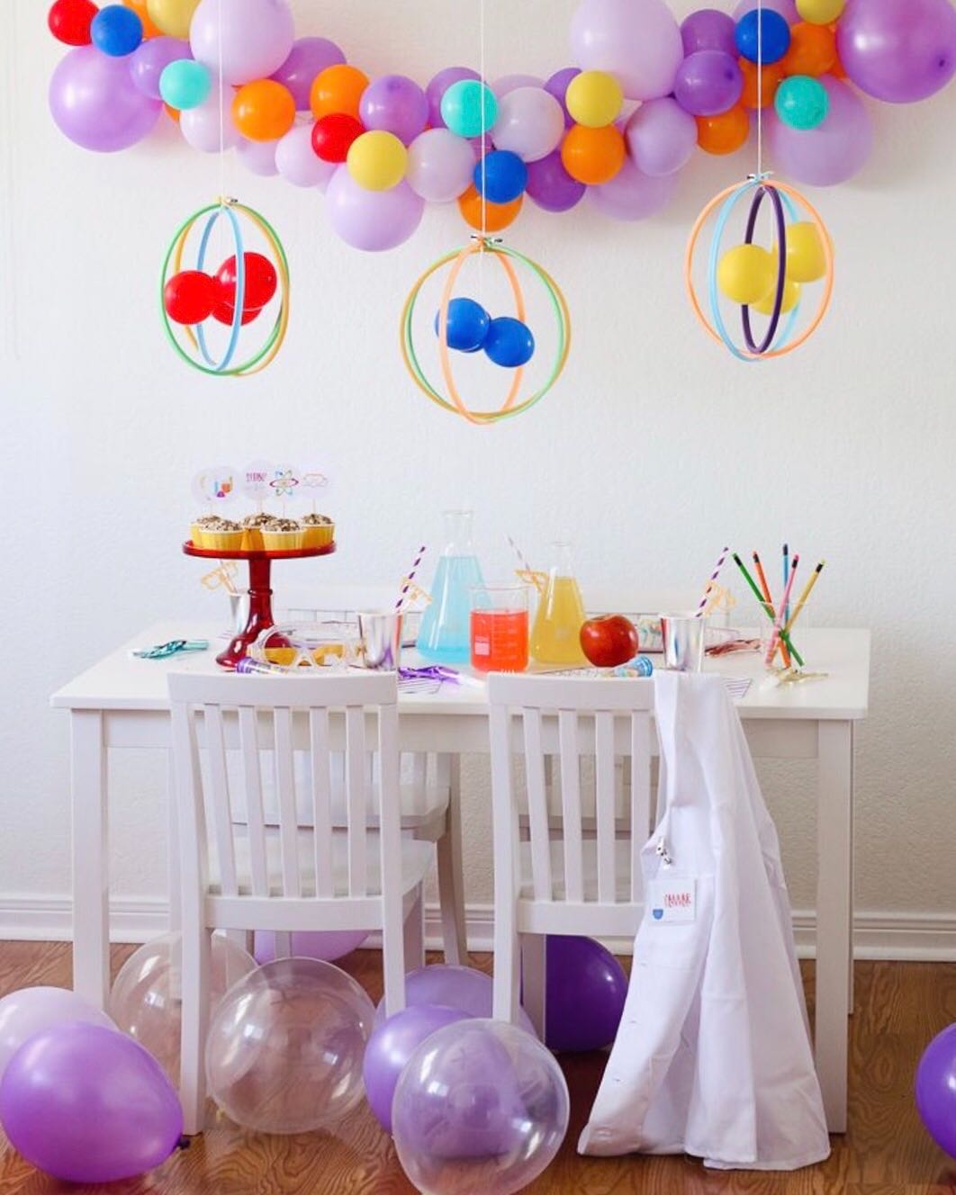 science-themed-party-decor-ig