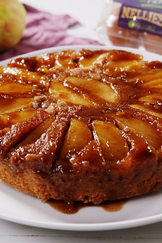 Warm, cozy, fall-inspired spiced upside down cake with sweet caramel apples and thick caramel sauce. | nelliesfreerange.com