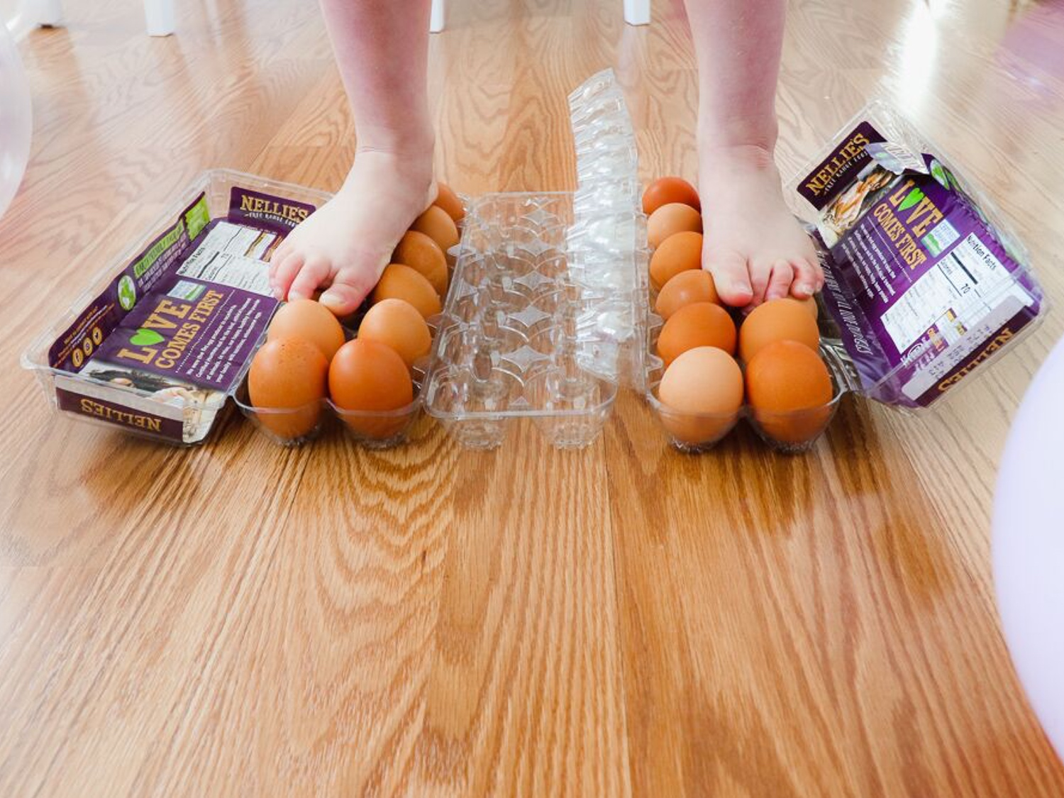 science-themed-party-stand-on-eggs