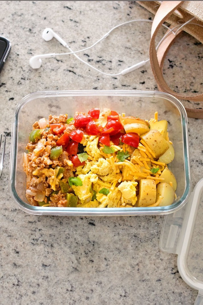 Healthy, high-protein, meal-prep friendly Southwest breakfast scramble recipe made with free range eggs. | nelliesfreerange.com