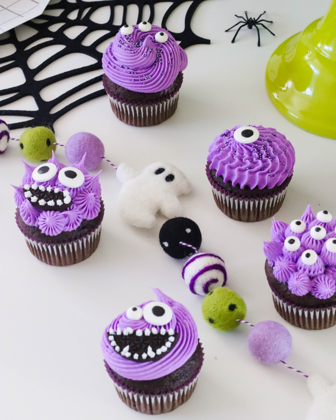 hween-party-decorate-cupcakes