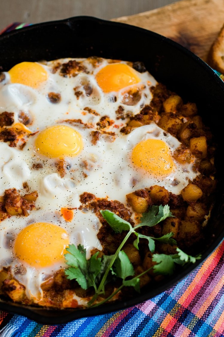 Warm and spicy Mexican papas con chorizo skillet with baked eggs, chorizo, and potatoes. | nelliesfreerange.com