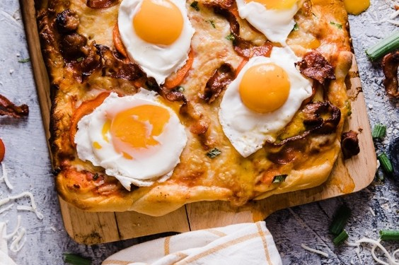Quick and easy, family-friendly breakfast pizza topped with sunny-side-up free range eggs. | nelliesfreerange.com