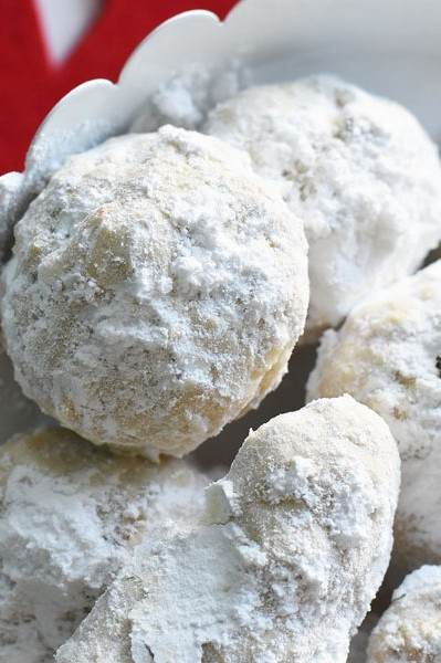 Sweet and simple Swedish heirloom cookie recipe made with walnuts and rolled in confectioner's sugar. | nelliesfreerange.com