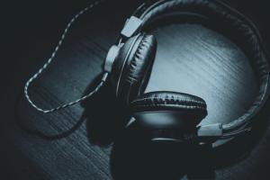 headphones-500w.png