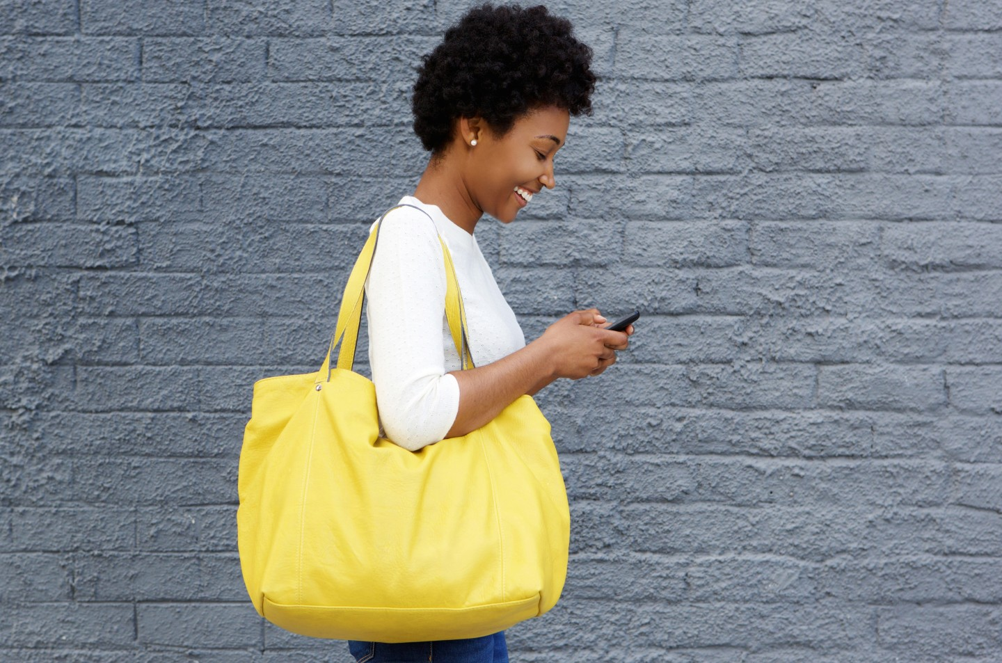 woman-on-phone-yellow-bag
