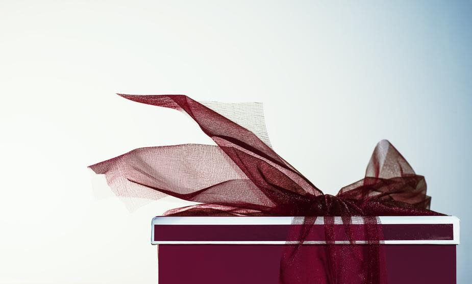 red-gift-with-ribbon 925x