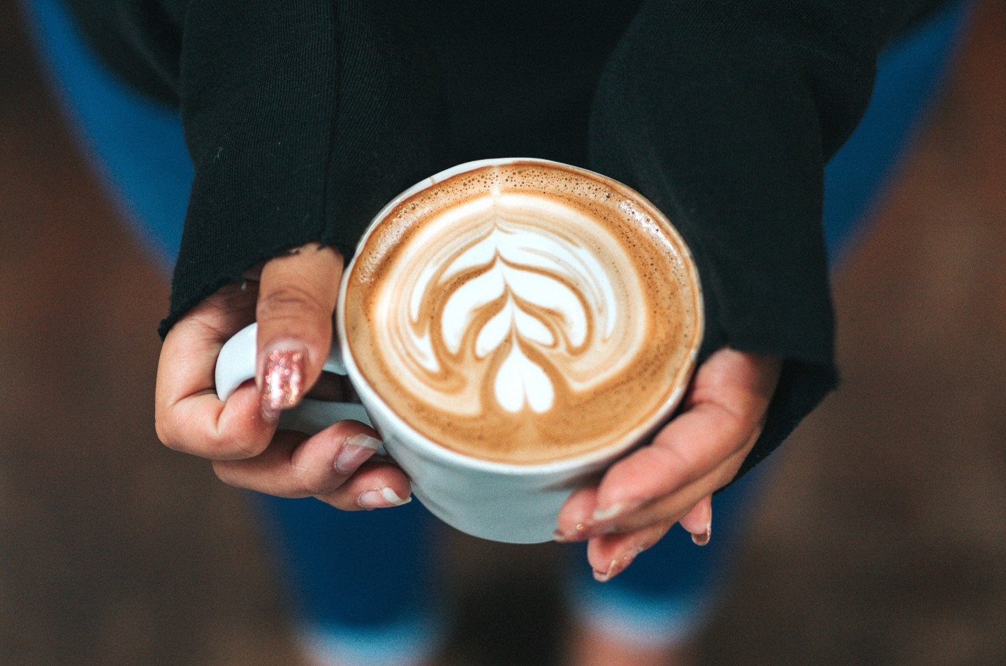 coffee-art-in-hands