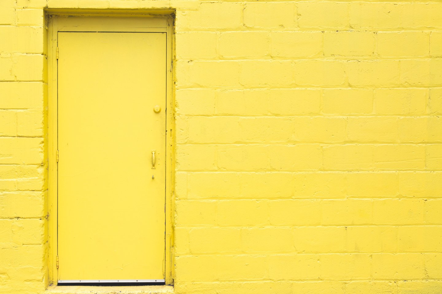 yellow-door-wall 4460x4460