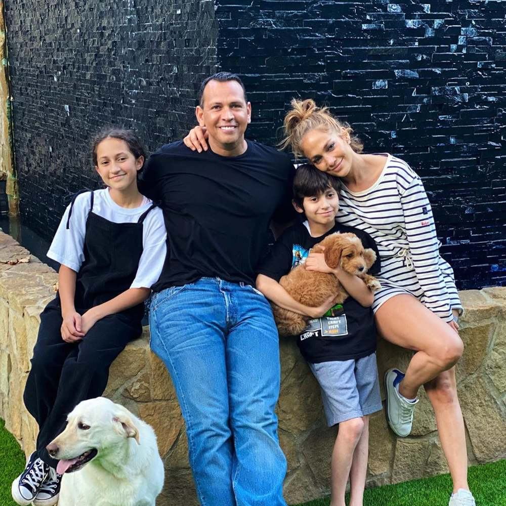 jennifer-lopez-alex-rodriguez-max-goldendoodle-dog-pictures