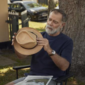 Senior man med hatt. Foto.