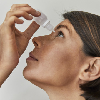 Kvinna ögondroppar 767x767