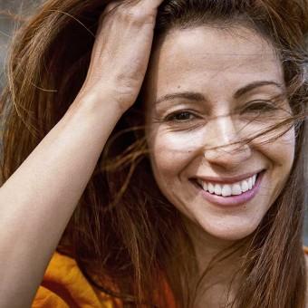Kvinna med vind i håret