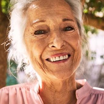 Senior kvinna-767x767