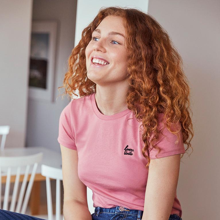 Kvinna som skrattar