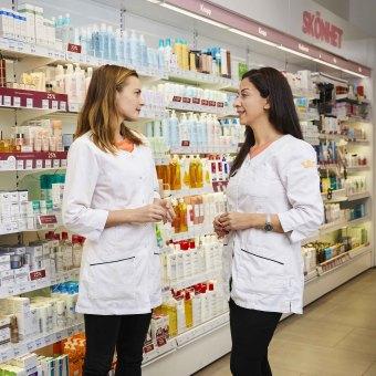 Två farmaceuter på Kronans Apotek
