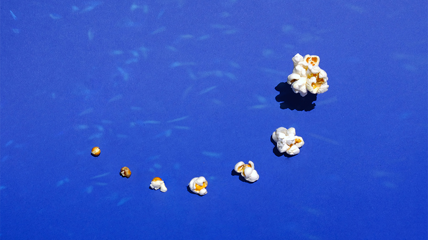 Popcorn in a blue background arranged from smallest to biggest.