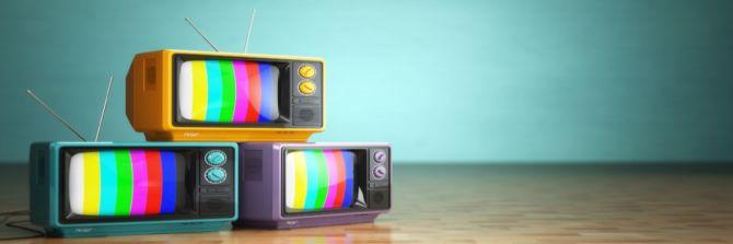 Foto: Mehrere farbenfrohe Fernseher