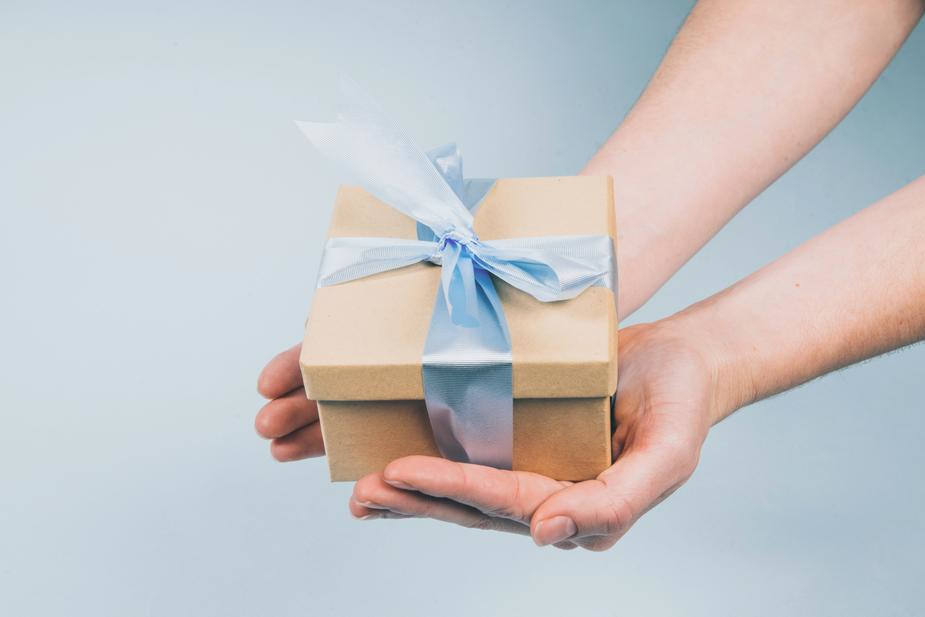 Holiday Playbook - 5 ways to win over wary holiday shoppers