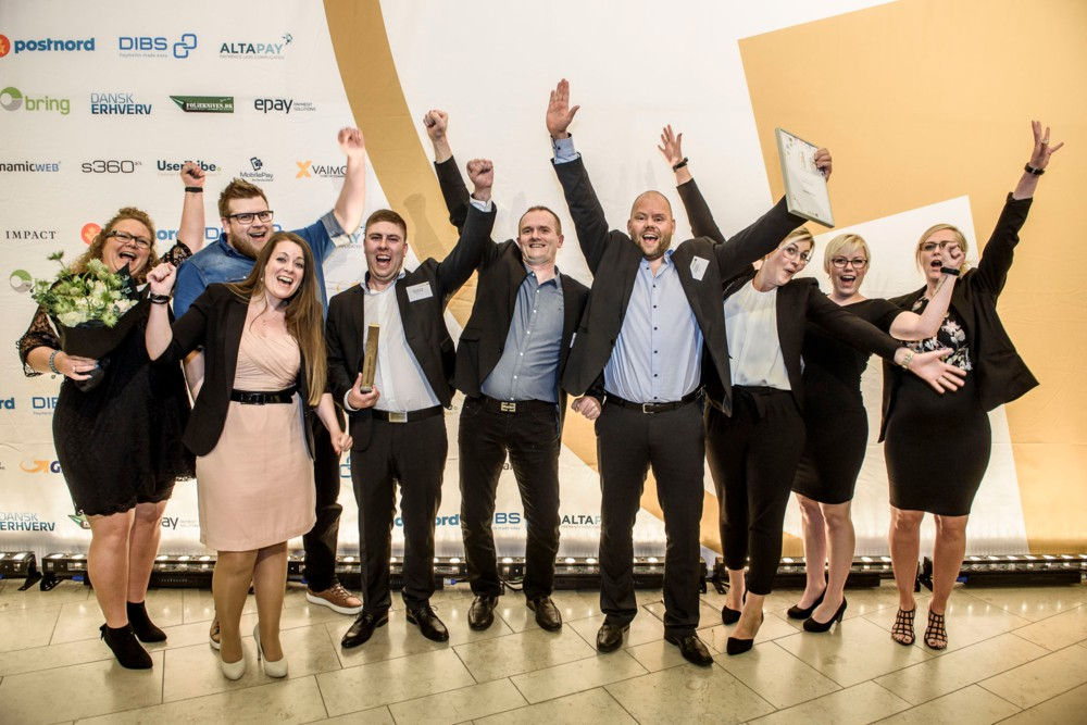 """Foto des Cykelpartner-Teams nach Entgegennahme der Auszeichnung """"Kundenliebling"""""""