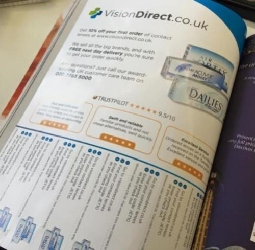 Foto - TrustScore und Kundenbewertungen in einer Print-Anzeige