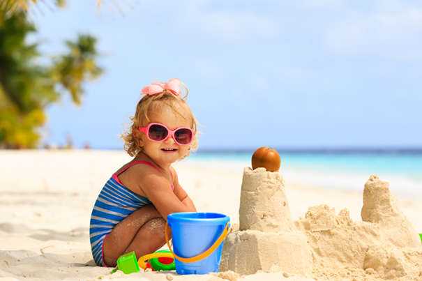 4 tips for safely playing out in the sun with your baby