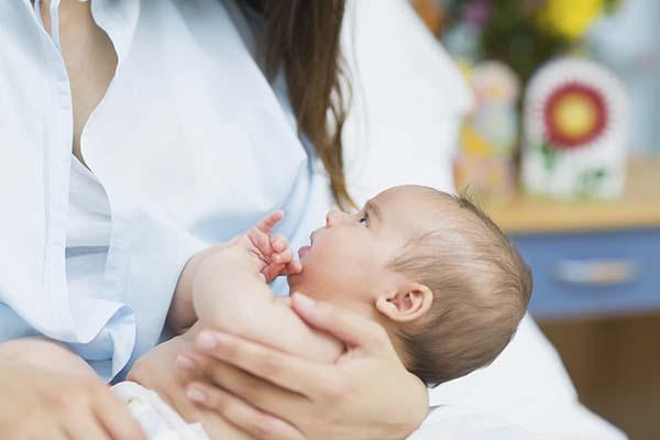 Bontul ombilical: cand cade buricul la bebe, posibile complicatii, cum ingrijesti zona