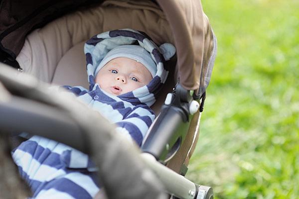 El paseo del bebé: ¿cuándo empezar a sacarle en su cochecito
