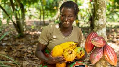 Lady with Fairtrade Cocoa