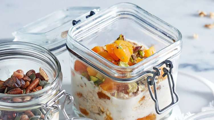 Apricot and pistachio oats