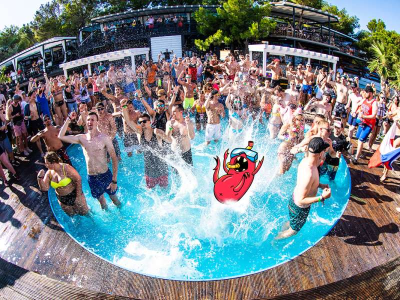 Crazy pool parties & activities