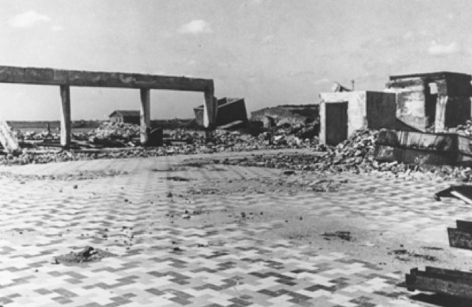 Stationsgebouw na bombardement in 1940