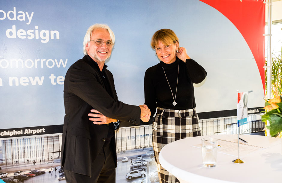 Architect and Schiphol put pen to paper on new terminal
