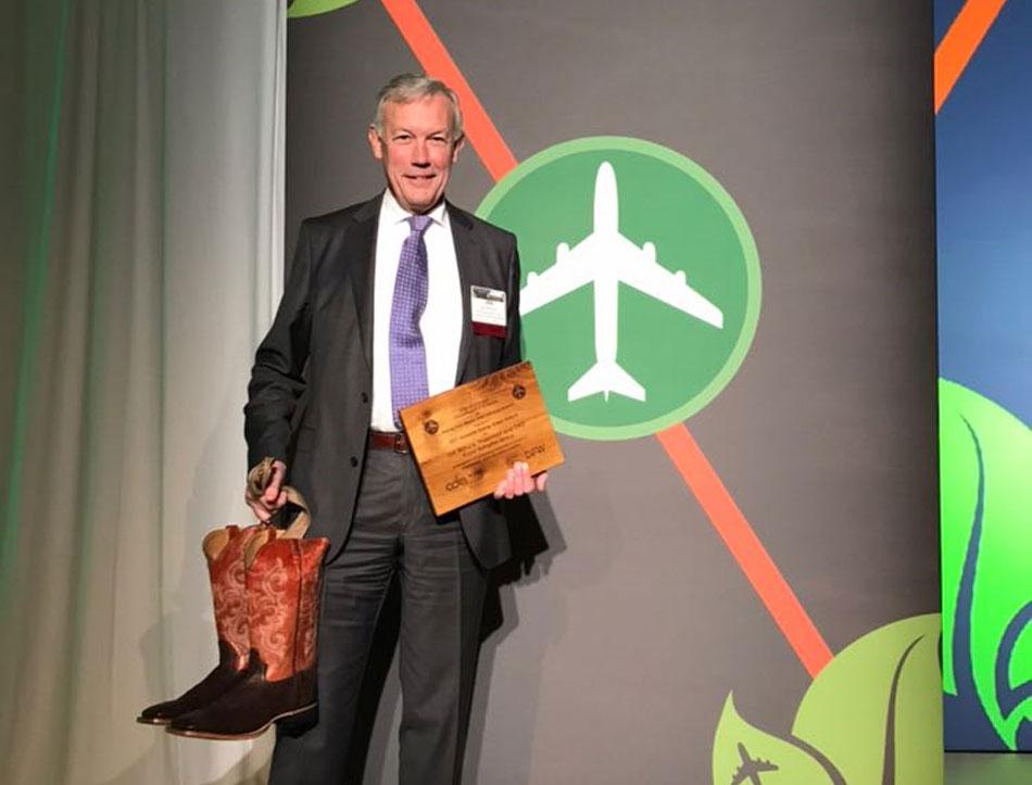 Jos Nijhuis ontvangt award tijdens Airports Going Green conferentie