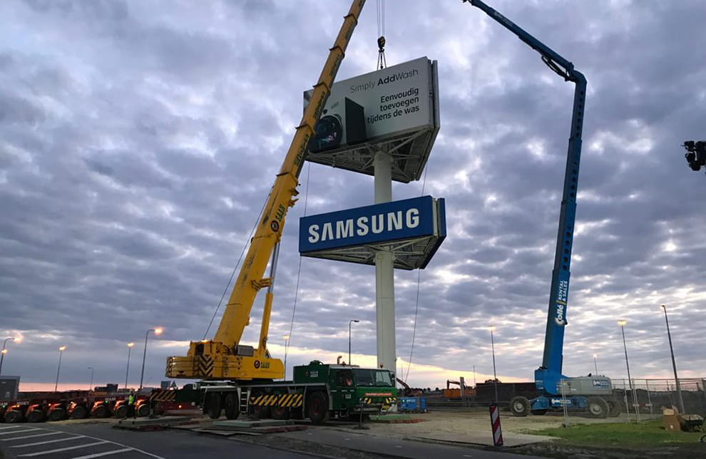 Moving the Samsung advertising tower