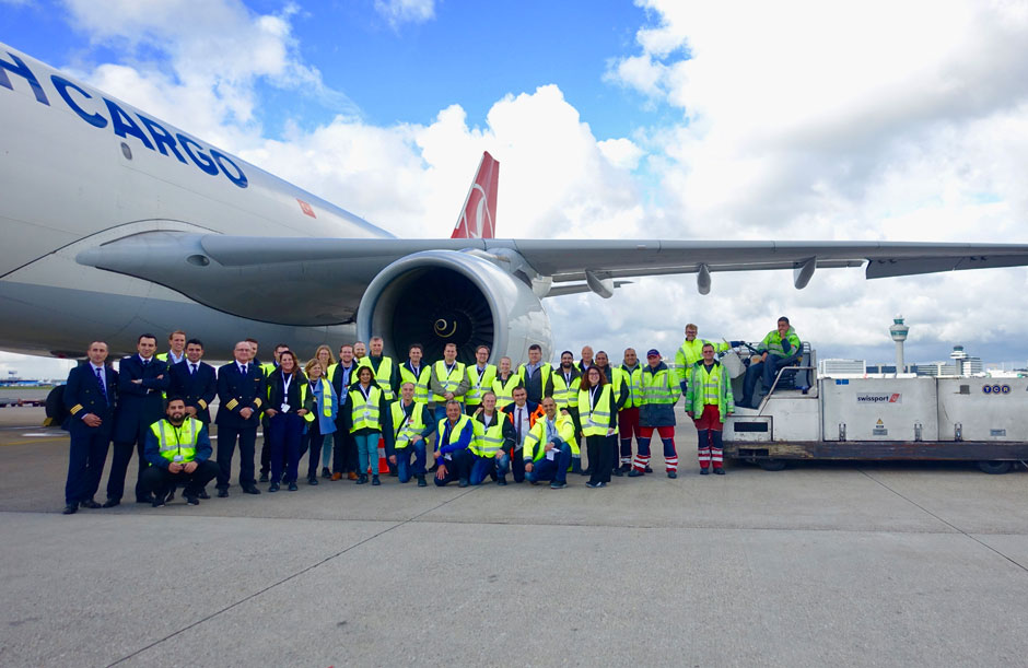 Pharmaceutical shippers get a behind the scenes look at Schiphol