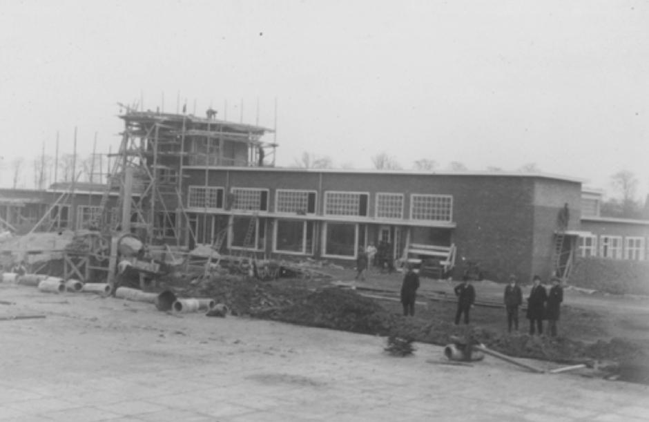 Bouw van het stationsgebouw in 1926