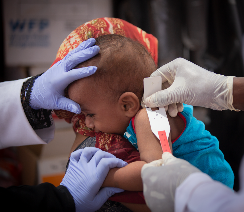 A Field Medical Foundation (FMF) mobile clinic visits the Al Sha'ab IDPs collective center in Aden.