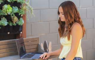 Holiday deal-hunting tips for teen shoppers