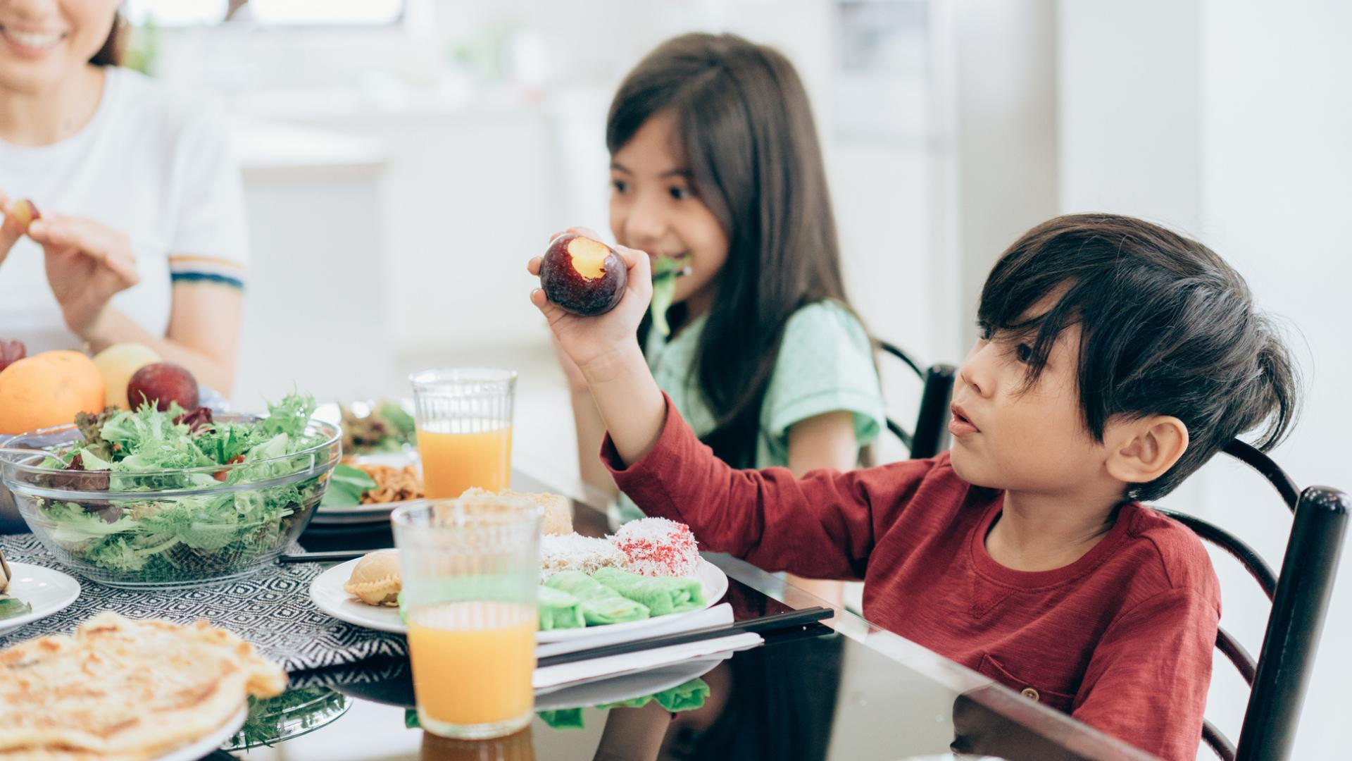 Eating at dinner table healthy habit for kids