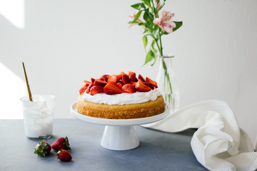 R54  Vegan strawberry cream cake