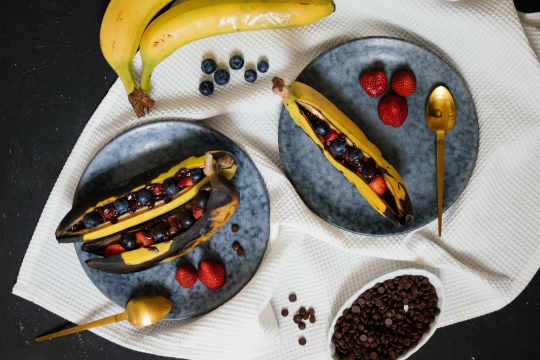 Grilled banana with chocolate & marshmallows