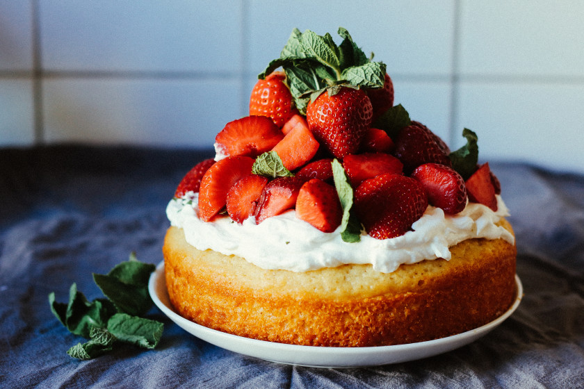 R54 Vegan Strawberry Cream Cake with Mint