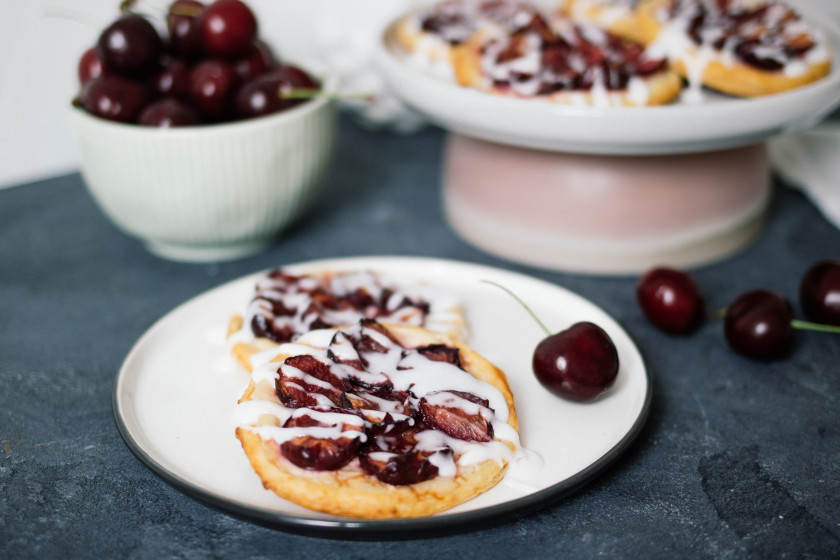 R286 Vegan Cherry Danishes