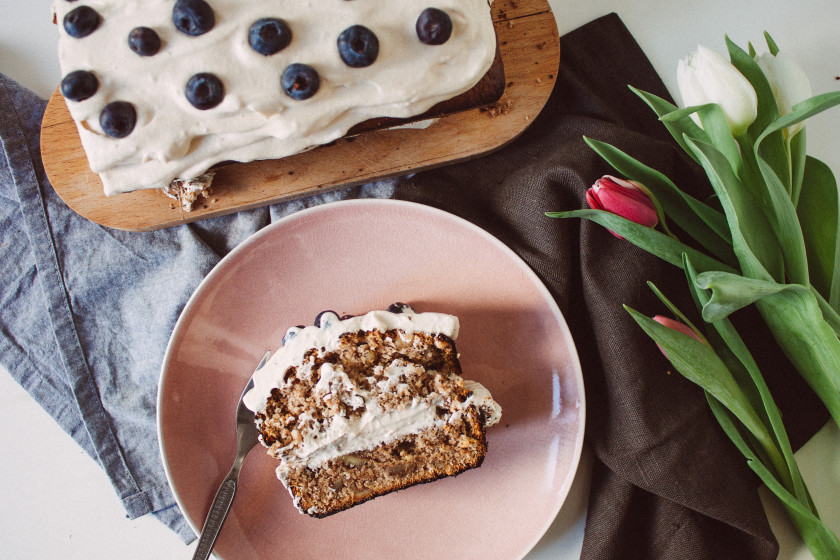 R127 Vegan walnut cake with coffee cream