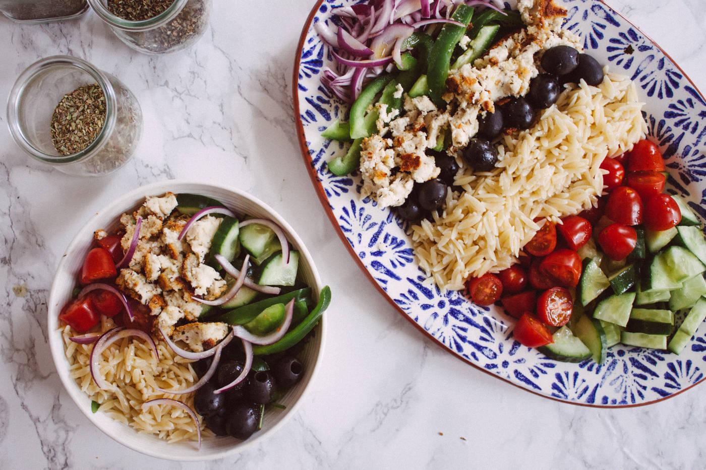 veganer griechischer salat mit feta aus mandeln zucker jagdwurst. Black Bedroom Furniture Sets. Home Design Ideas