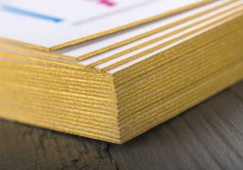 Carte couleur sur tranche
