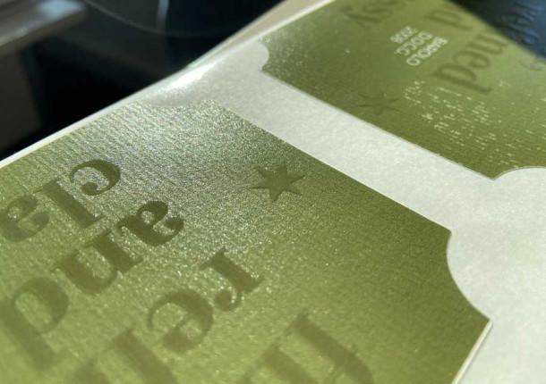 etiquette en rouleau standard vernis selectif et support texture